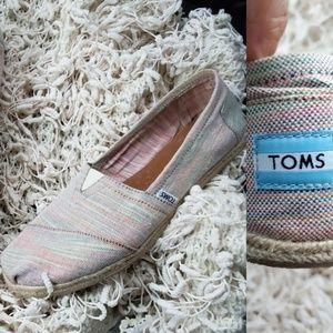 12 | TOM'S | WOMEN'S RAINBOW WEAVE SLIP ON SHOES